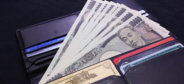 財布の中のお金とカード